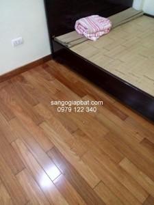 Thi công sàn gỗ Căm Xe Lào tại Cầu Giấy Hà Nội