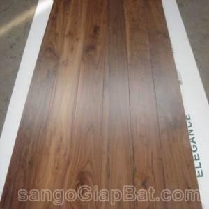 Sàn gỗ Óc Chó (18x120x900mm)
