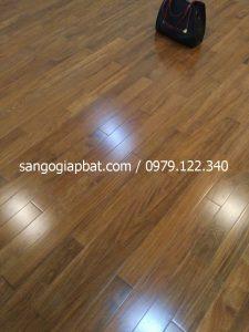 Thi công sàn gỗ Căm Xe Lào tại Chung cư GoldMark Mai Dịch Hà Nội